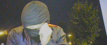 Zwolle – Gezocht – Man pint met gestolen pinpas