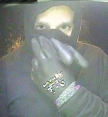 Oldenzaal – Gezocht – Man pint met bij inbraak gestolen pinpas