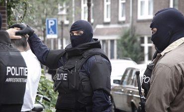 Rotterdam – Instap politie café Rotterdam; motorclubleden hebben vuurwapens op zak