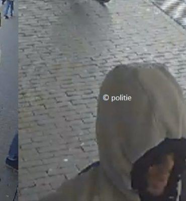 Bussum / Amsterdam – Gezocht – Insluiper steelt met babbeltruc pasje in Bussum gevolgd door pinnen in Amsterdam