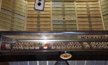 Tilburg/ Den Bosch – Mannen stelen koper, politie neemt onder andere jukebox in beslag