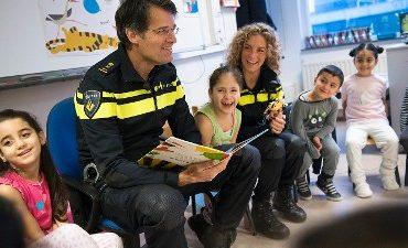 Den Haag – Ssst! De korpschef leest voor…