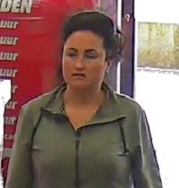 Apeldoorn – Gezocht – Onbekende vrouw steelt speaker uit winkel