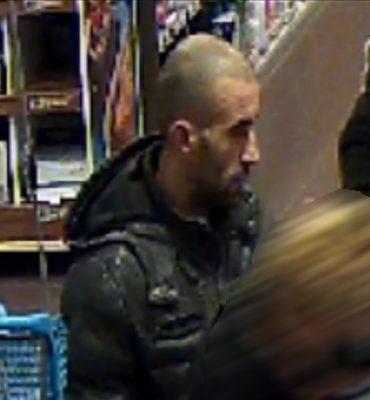Apeldoorn – Gezocht – Man steelt partij scheermesjes uit supermarkt