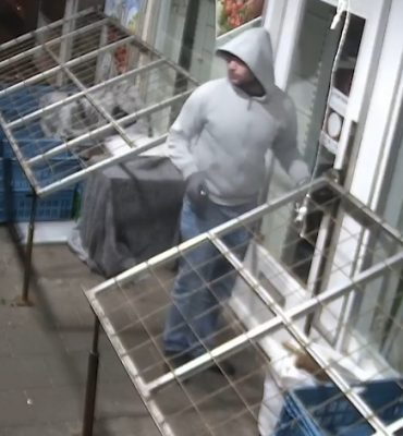 Zaandam – Gezocht – Inbraak supermarkt Zaandam