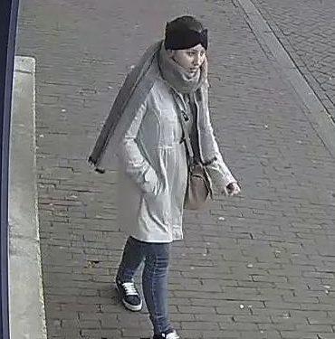 Tolkamer/Westervoort/Zevenaar – Gezocht – Vrouw pint met gestolen pinpas