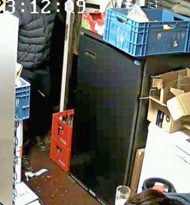 Rotterdam – Gezocht – Politie zoekt overvallers cafe Admiraliteitsstraat