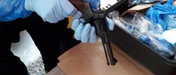 Rotterdam – Twee vuurwapens en acht aanhoudingen na melding ruzie