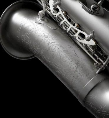 Zevenaar – Gezocht – Man bruut beroofd van kostbare saxofoon