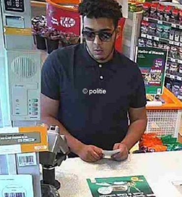 Utrecht, Nieuwegein, Breukelen, Amserdam, Wilp, Holten en Enschede – Gezocht – Man pint met gestolen bankpas