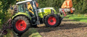 Tractor belandt in sloot in Kropswolde; hulpdiensten rukken massaal uit