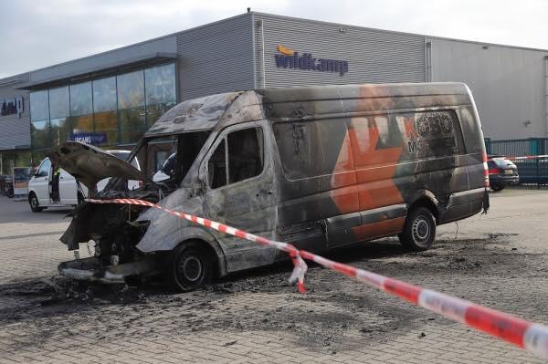 Kobo motoren Servicewagen in brand gestoken – Beloning voor de gouden Tip