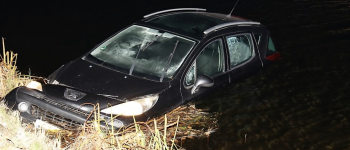 Auto rolt water in, In Nieuwe diep