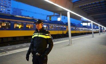 Almere – Vernielingen treinstation Almere Oostvaardersplein