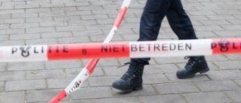 Amsterdam – Daders en slachtoffer verlaten plaats delict Schoolmeesterstraat