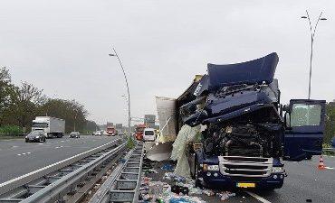 Eindhoven – Getuigen gezocht van aanrijding met vrachtwagen op A2