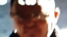 Almelo – Gezocht – Man steelt geraffineerd flesjes parfum