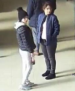 Arnhem – Gezocht – Twee vrouwen pinnen met gestolen pinpas