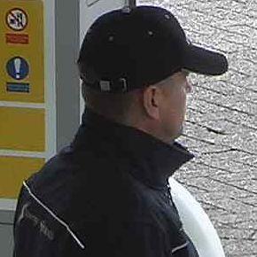 Zwolle – Gezocht – Man tankt zonder te betalen