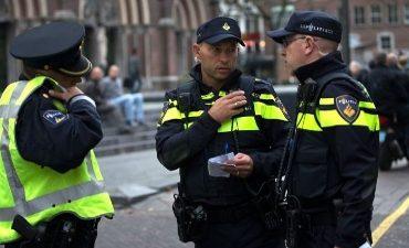 Rotterdam – Mannen belagen politieagent op Nieuwe Binnenweg