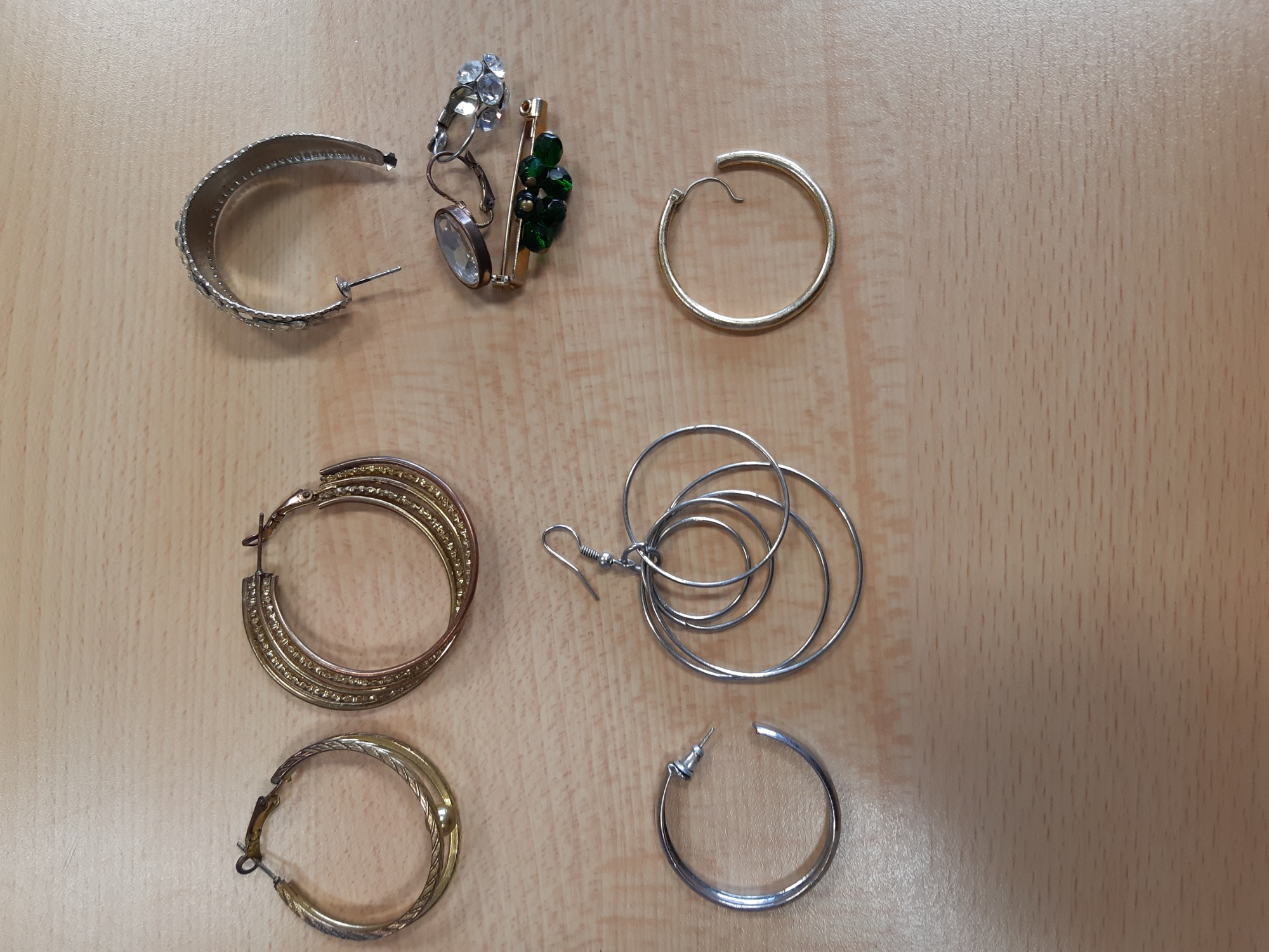 Gezocht – Gestolen sieraden aangetroffen ten gevolge van insluipingen
