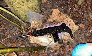 Rotterdam – Automatisch wapen in de bosjes gevonden na bedreiging