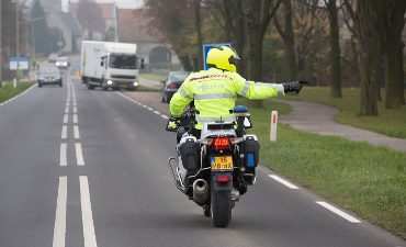 Apeldoorn Loenen – Politie houdt 19-jarige bestuurder van tractor aan op de A50