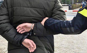 Vriezenveen – Klachten en onderzoek vermoedelijk dealen van drugs leidt tot onderzoek woning en aanhouding